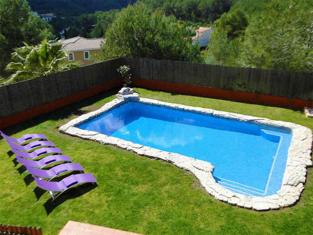 Location de villa à sitges: jardin avec grande piscine