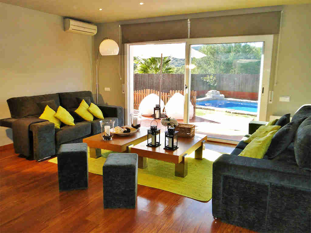 holiday villas in sitges and its lounge