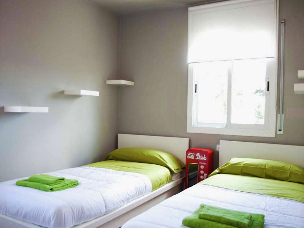 Location de villa à sitges: chambre double avec deux lits séparés