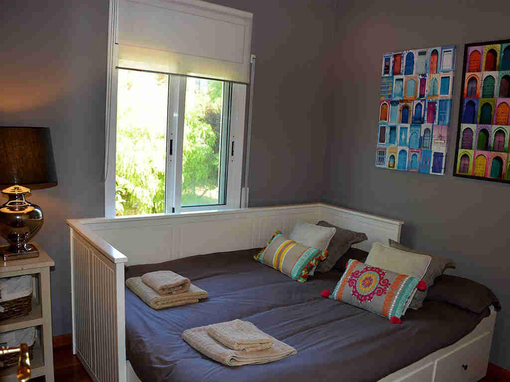 Location de villa à sitges: chambre pour deux personnes avec lit personnalisable