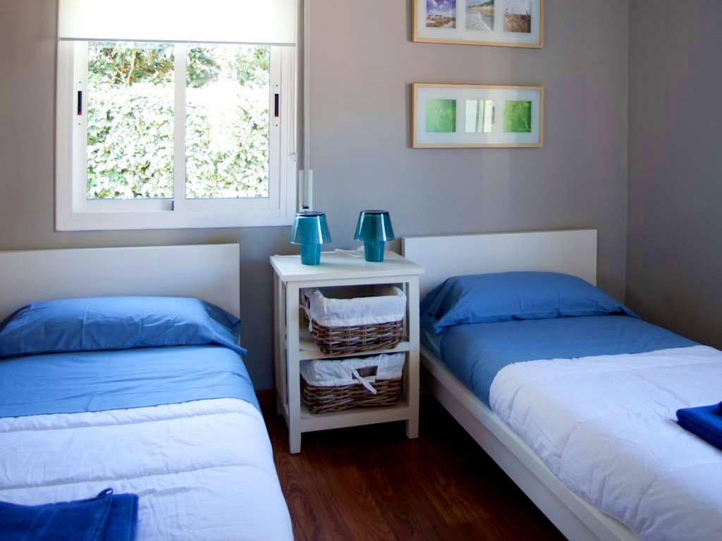 Location de villa à sitges: chambre double avec lits individuels