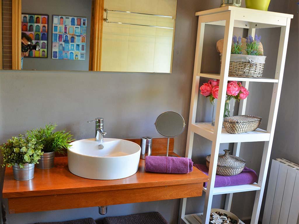 Baño de la suite imperial del Chalet para vacaciones en Sitges