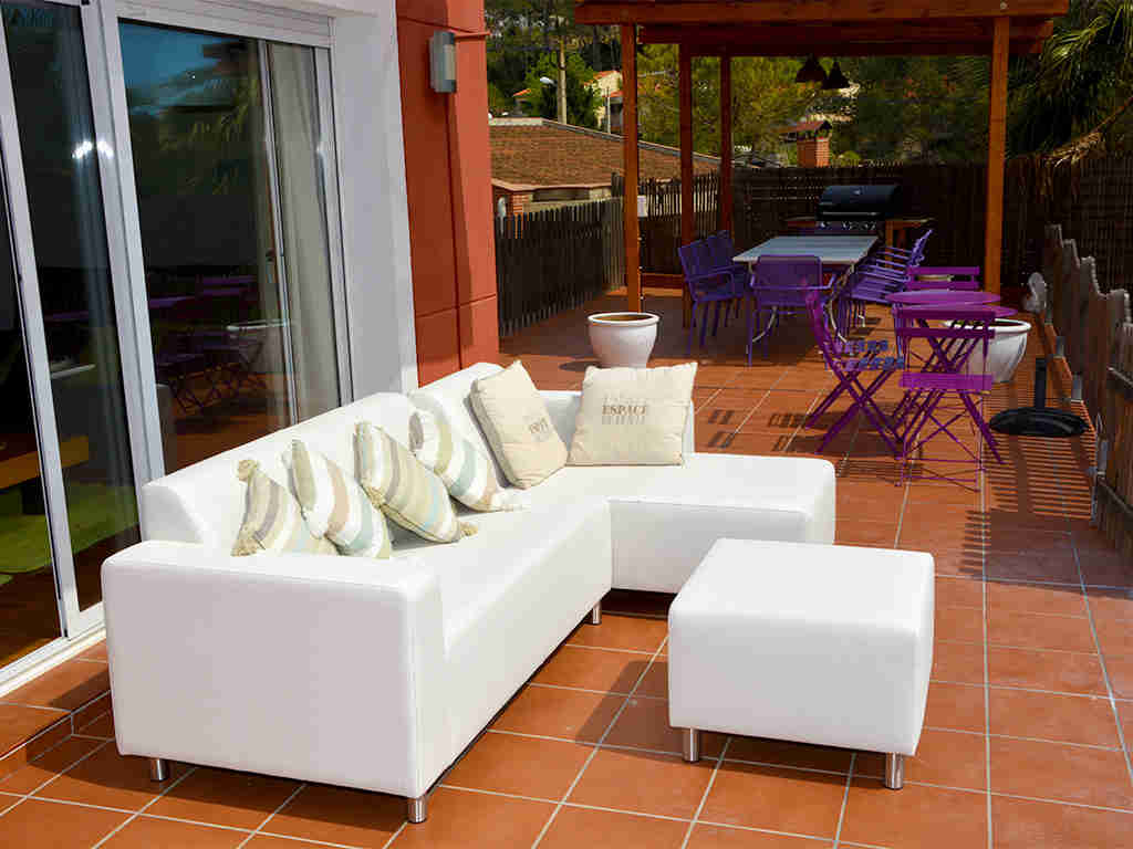 holiday villas in sitges outdoor porch area