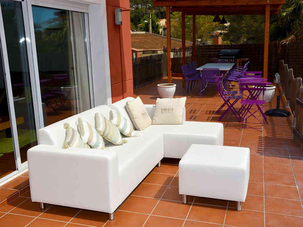 Location de villa à sitges: sofa à l'air libre