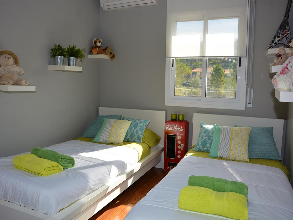 holiday villas in sitges and their Third bedroom with single beds