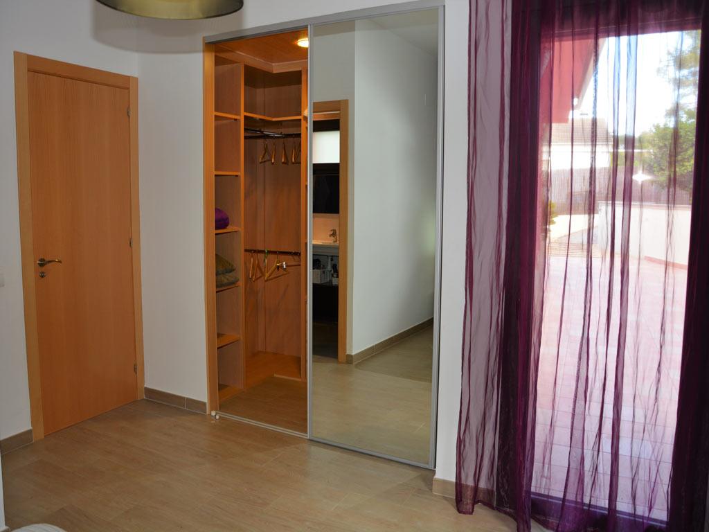 Villa Sitges con armario.