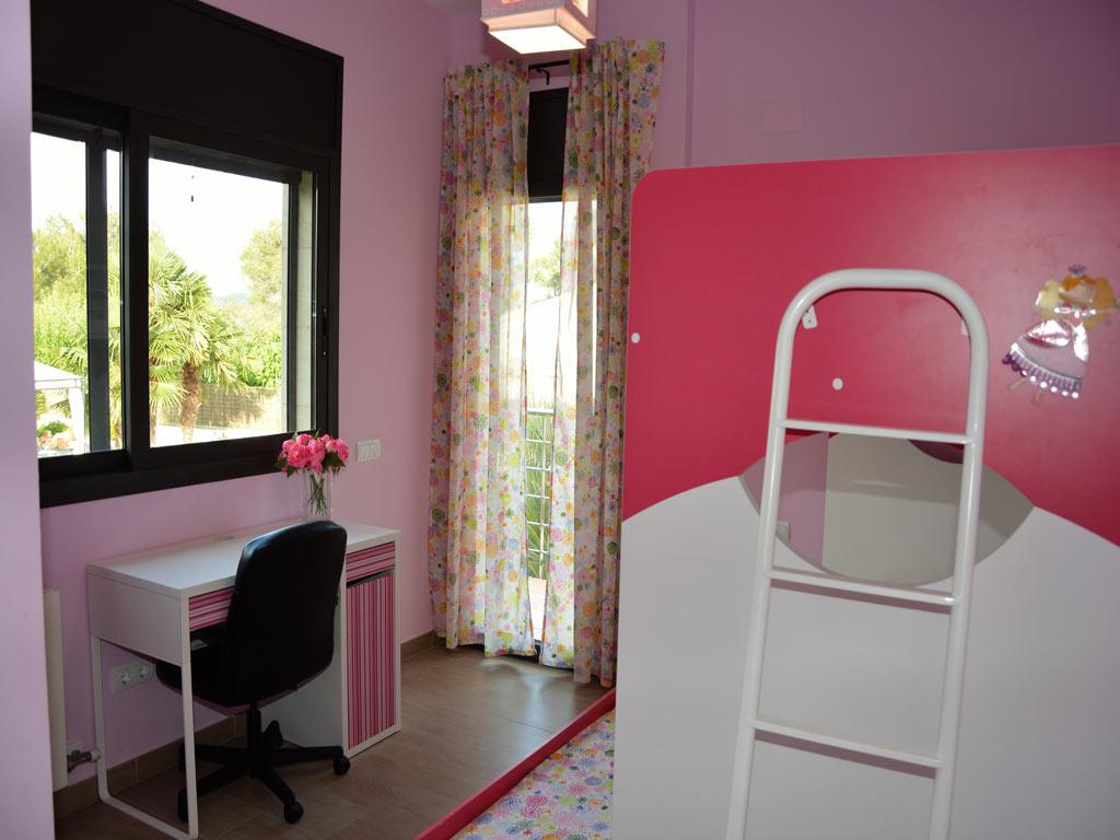 Villa Sitges con habitación para niños.
