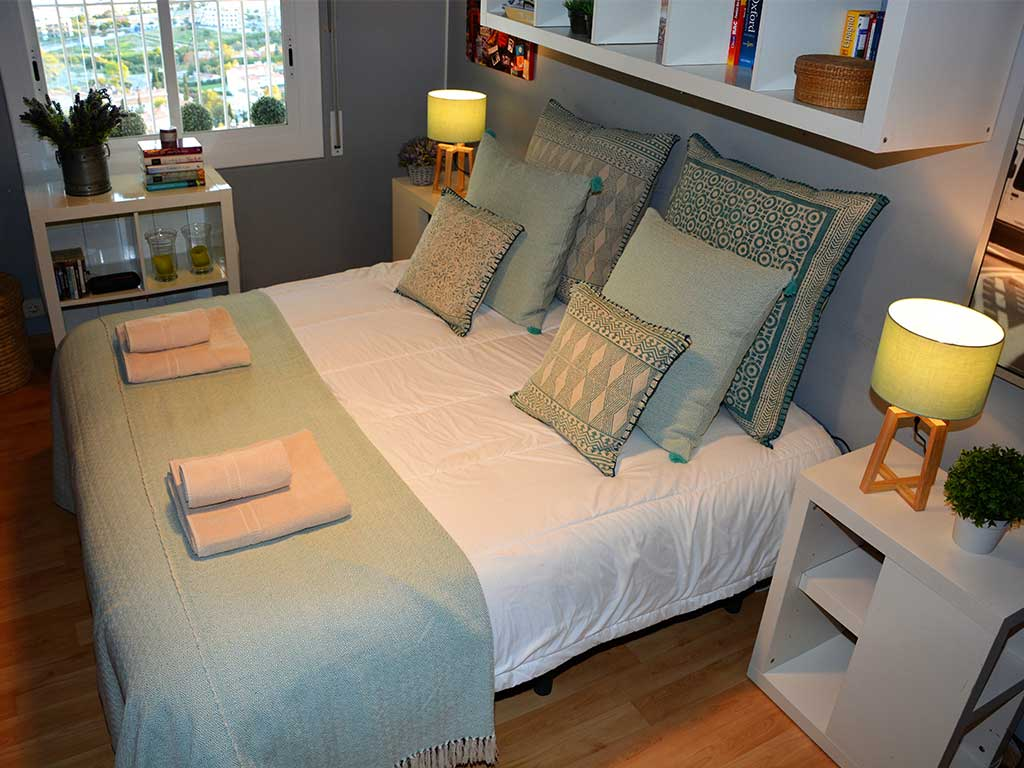 Casa de verano con piscina en Sitges y habitación nº3 con cama doble
