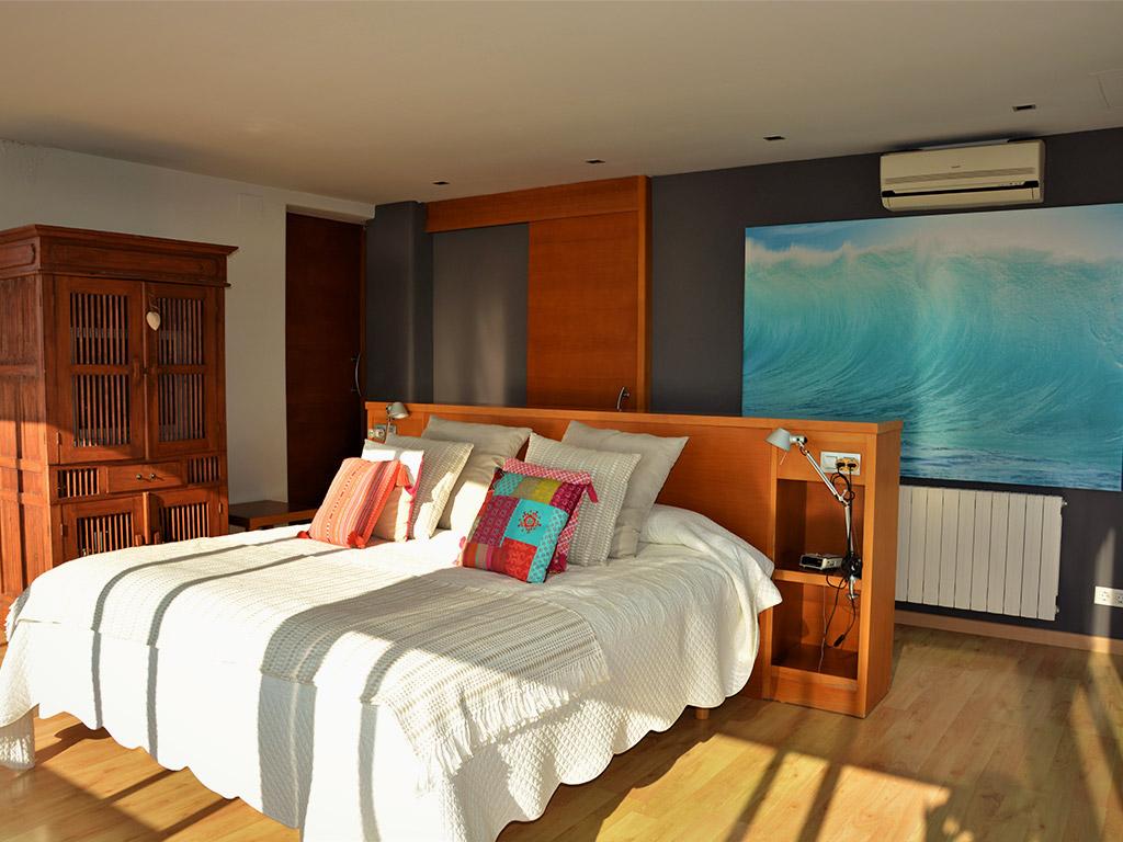 casa de verano con piscina en sitges y suite matrimonial