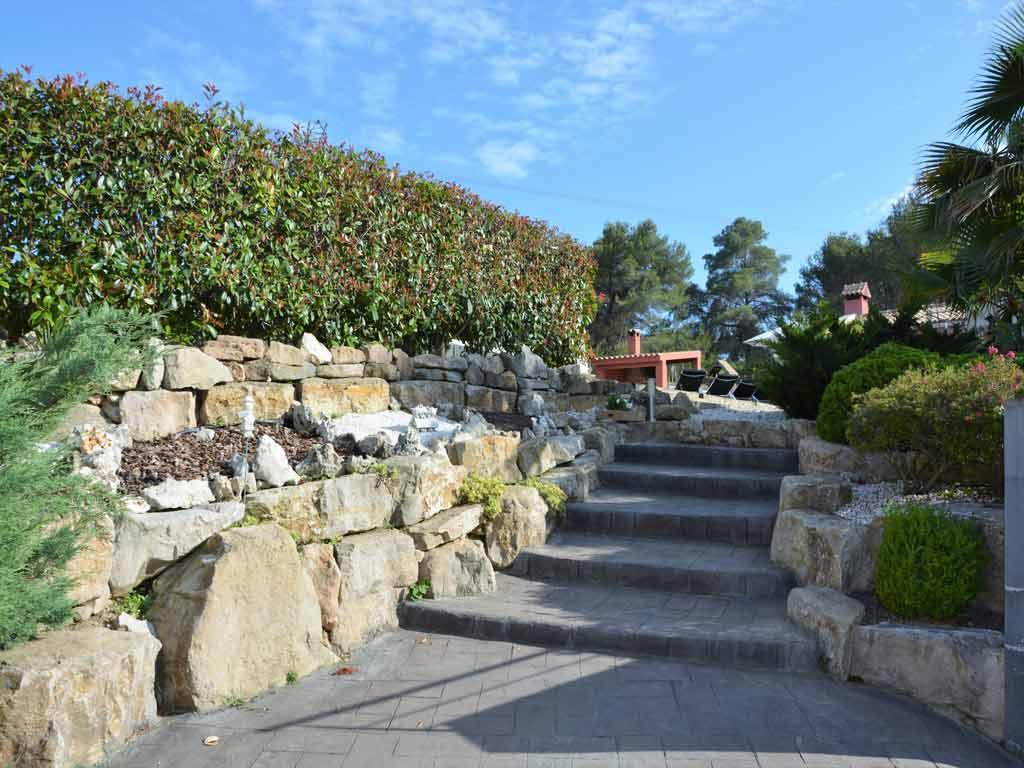 Villa Sitges con escaleras exteriores.
