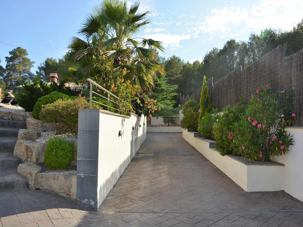 villa in Sitges with big entrance for cars.