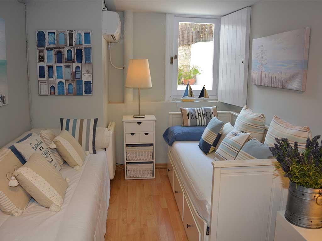 Location de Villa à Barcelone au bord de la mer: chambre double avec lits séparés