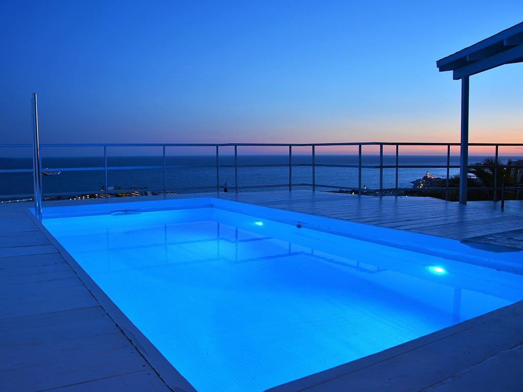Location de Villa à Barcelone au bord de la mer: piscine avec vue sur le coucher de soleil