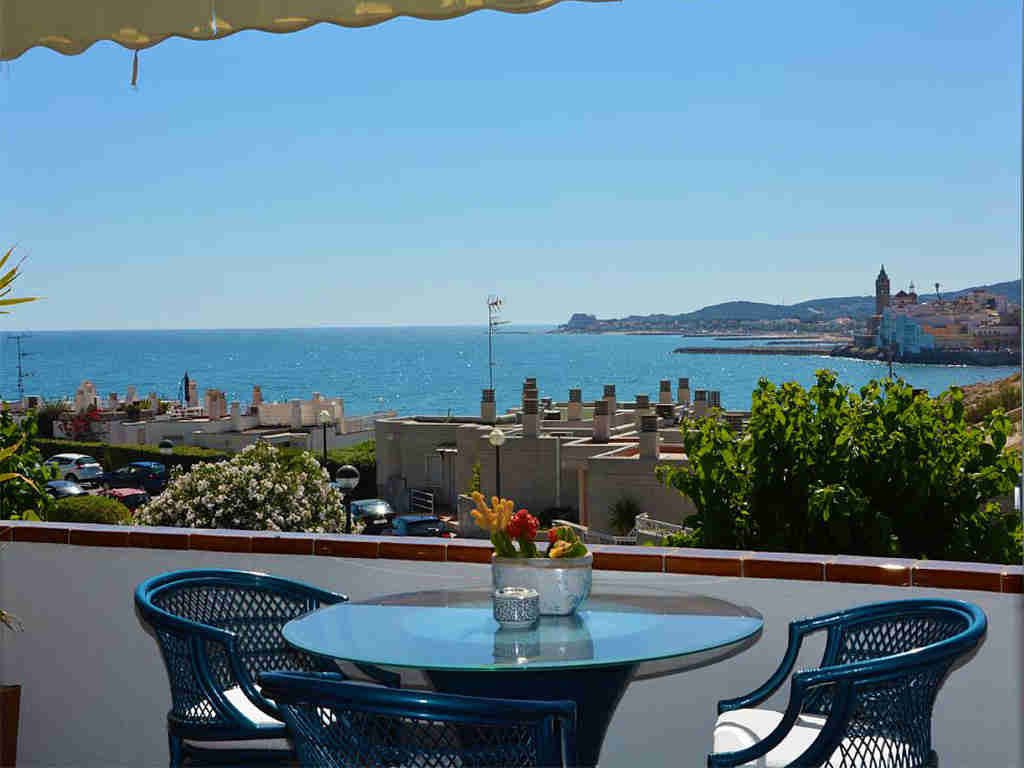 holiday apartments in sitges and their terrace with views over the sea