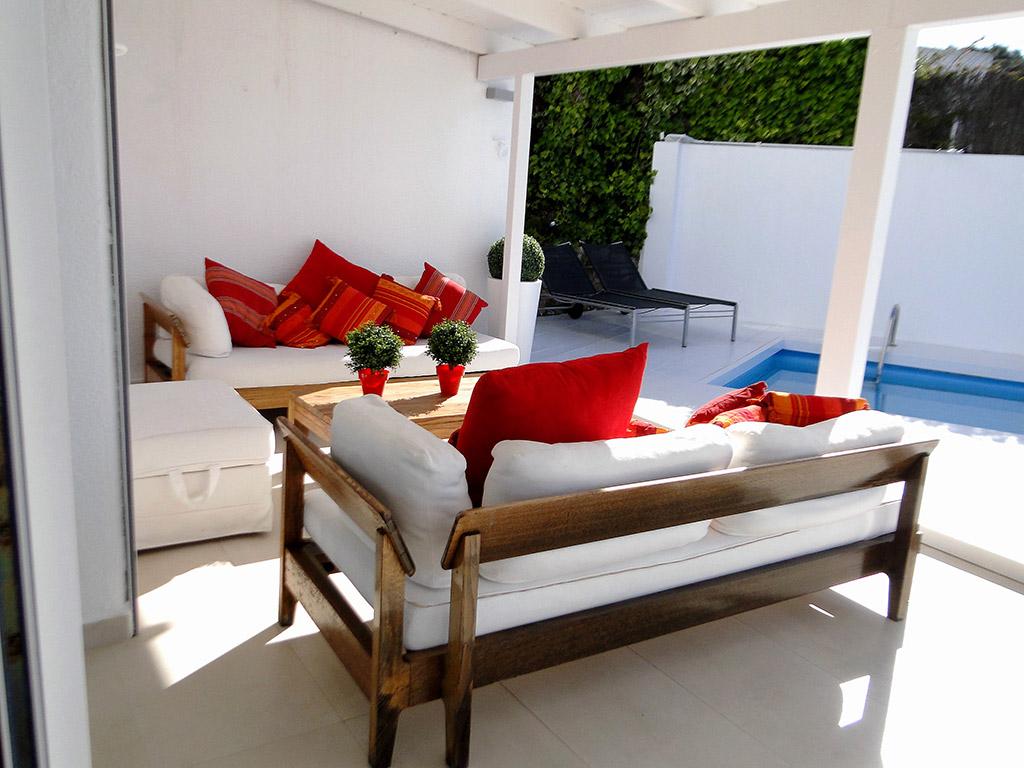 Location de Villa à Barcelone au bord de la mer: porche avec chill out