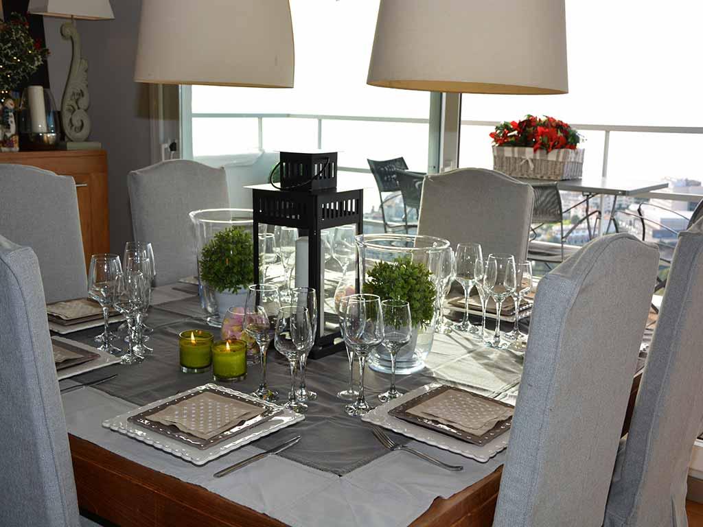 Location de Villa à Barcelone au bord de la mer: salle à manger avec impressionantes vues sur Sitges