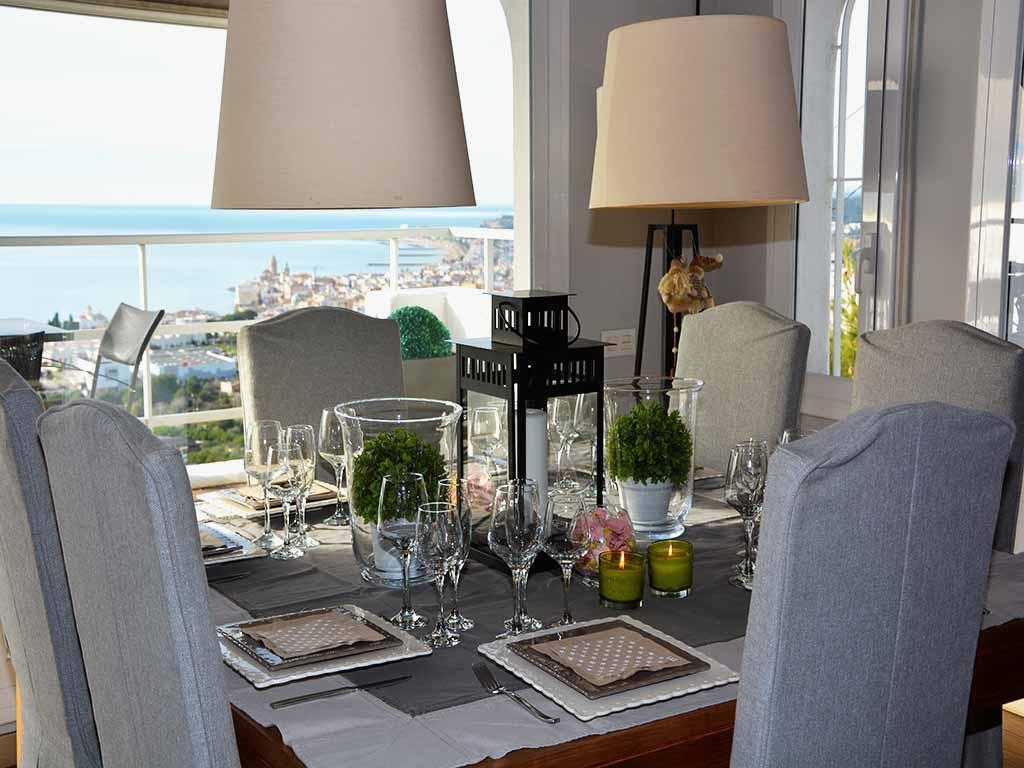 Location de Villa à Barcelone au bord de la mer: salle à manger avec vue sur la mer