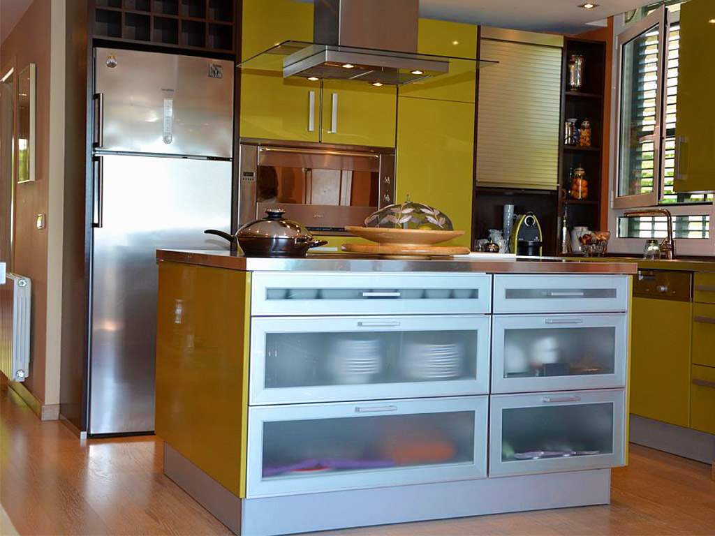 holiday apartments in sitges and their modern kitchen
