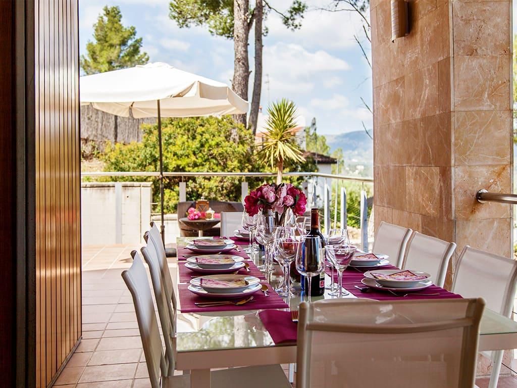 Villa à Barcelone avec piscine: salle à manger à l'air libre