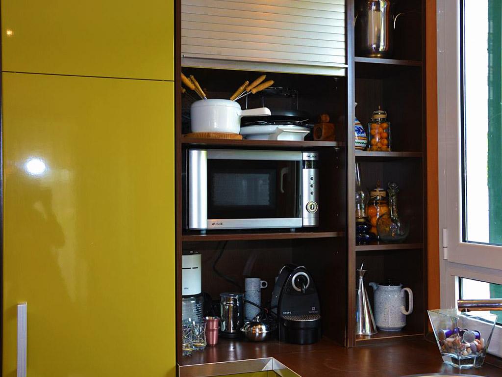 cocina con equipamiento premium del apartamento de sitges para vacaciones