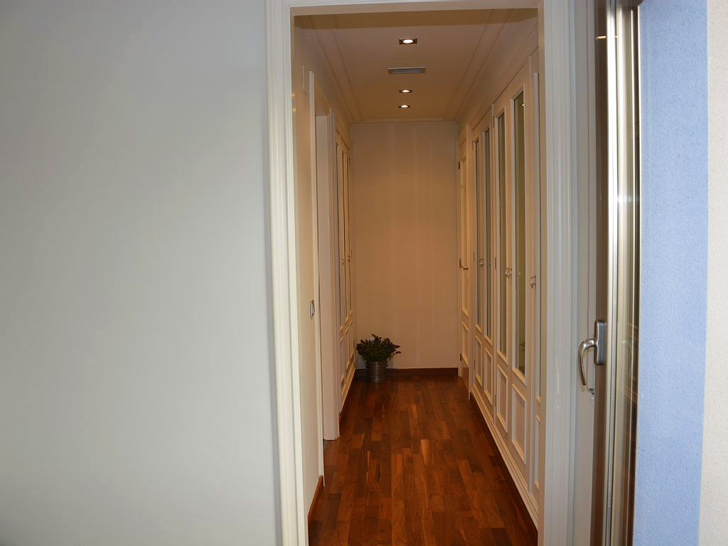 apartment for holiday in sitges and its hallway