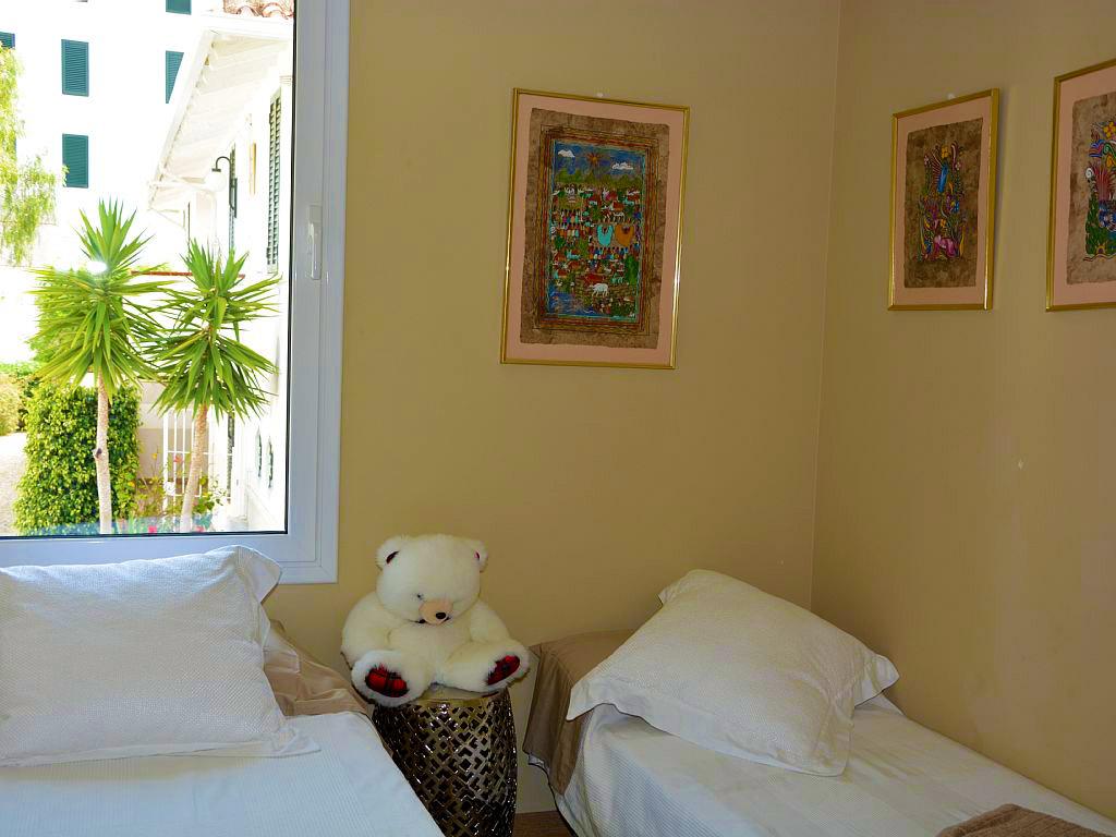 Appartement à louer à Sitges: chambre double avec lits séparés