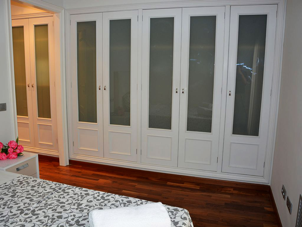 suite wardrobe of the apartment for holiday in sitges