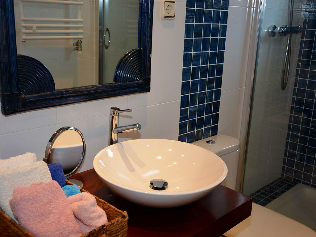 holiday apartments in sitgest and their blue bathroom