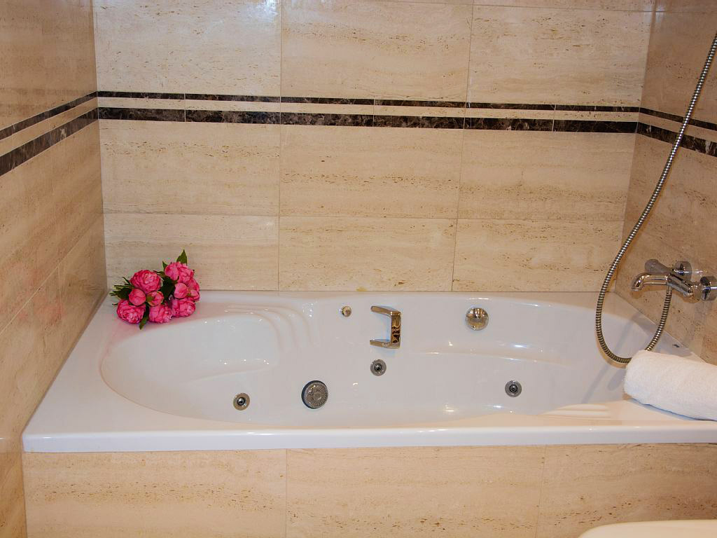 apartment for holiday in sitges and its jacuzzy