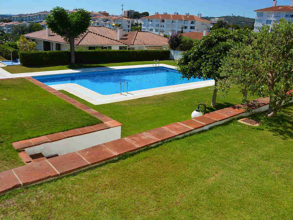 holiday apartments in sitges with communal pool