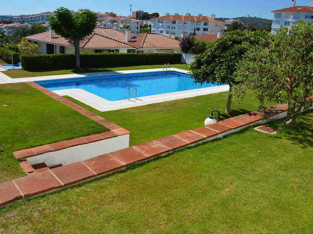 gran piscina del apartamento de sitges para vacaciones