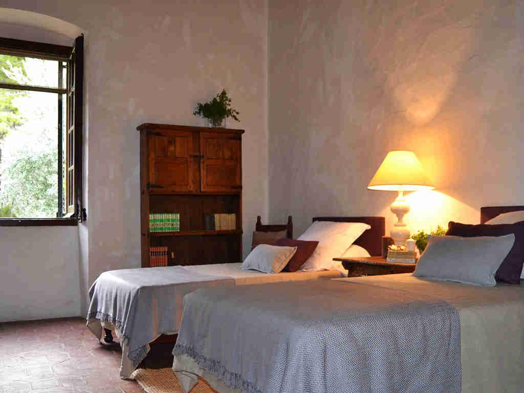 primer dormitorio doble de la casa rural en sitges