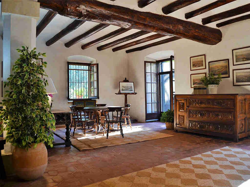 Location de maison de vacances à barcelone petite talble pour 4 personnes