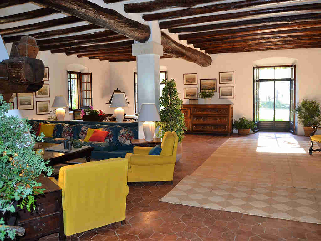 spanish farmhouse and its large living room