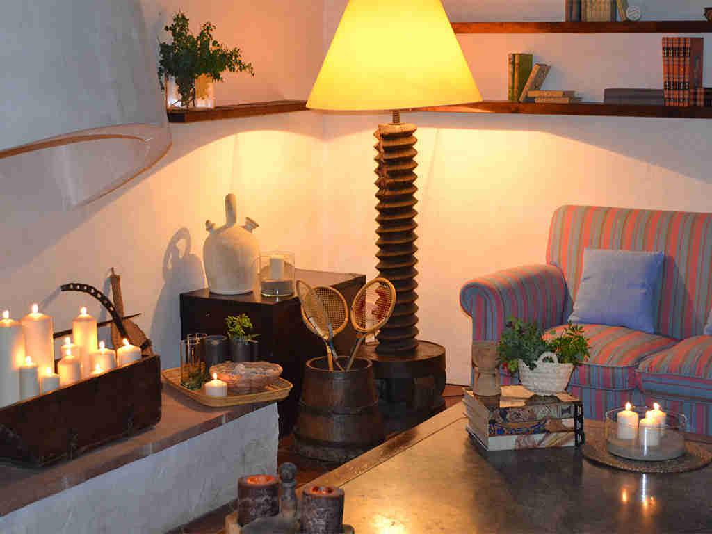 detalles de la sala de estar de la casa rural en sitges