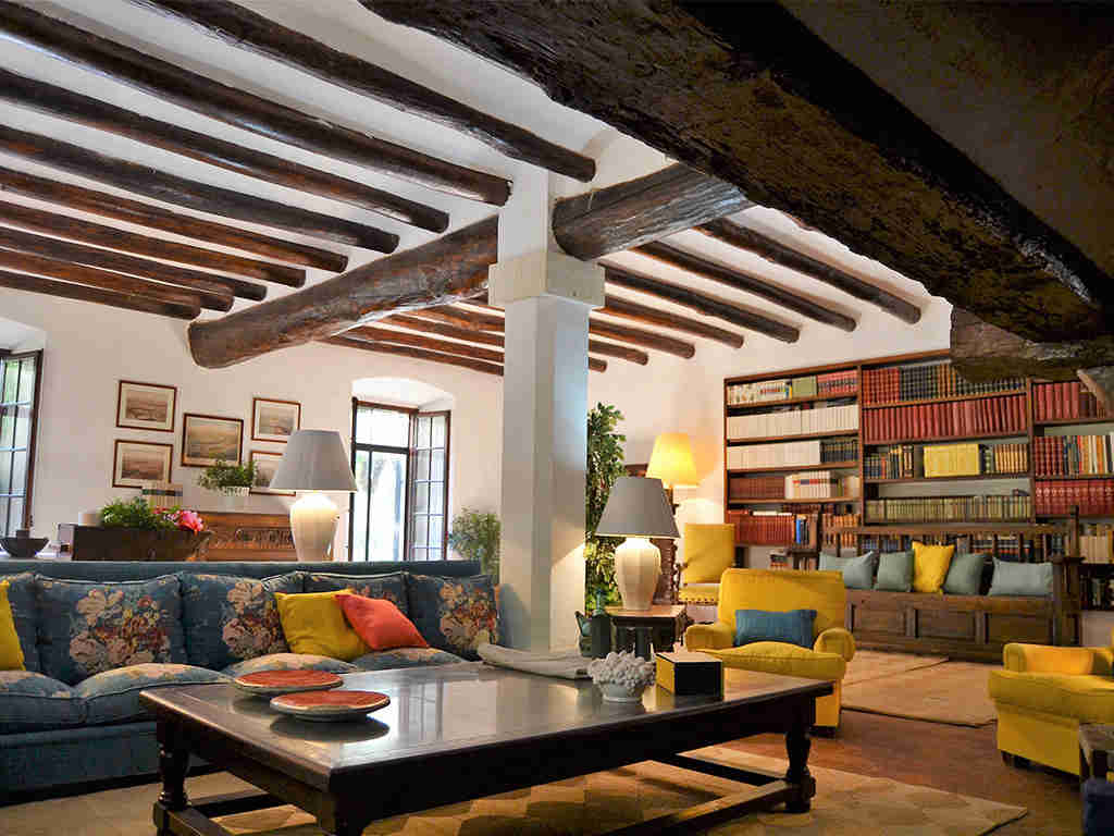 spanish farmhouse and its cosy living room