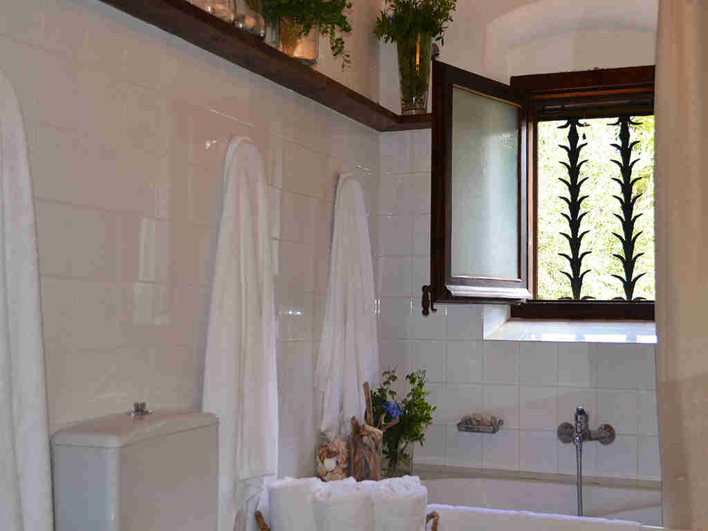spanish farmhouse and its second bathroom