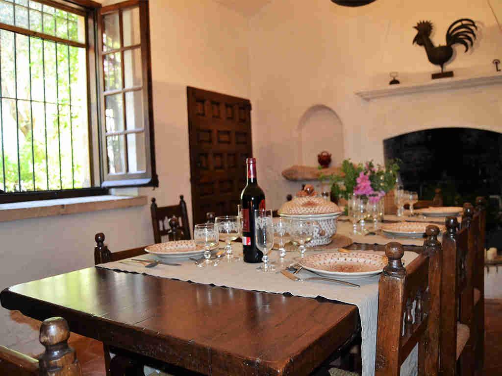 comedor interior de la casa rural en sitges