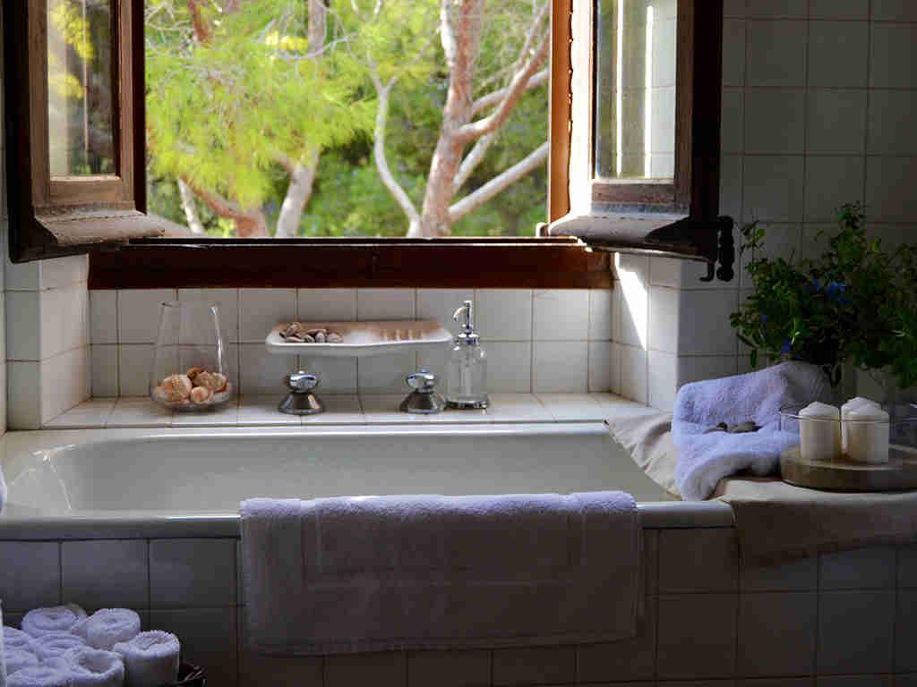 Location de Maison de vacances à Barcelone: salle de bain avec baingoire