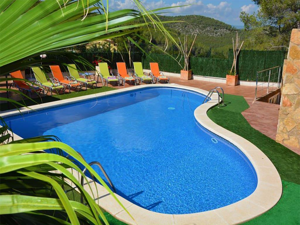 piscina del chalet para alquilar en verano en sitges