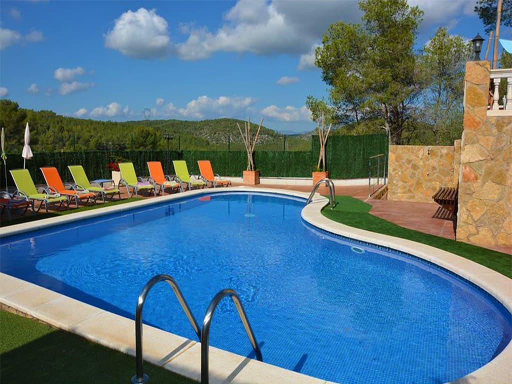 gran piscina del chalet para alquilar en verano en Sitges
