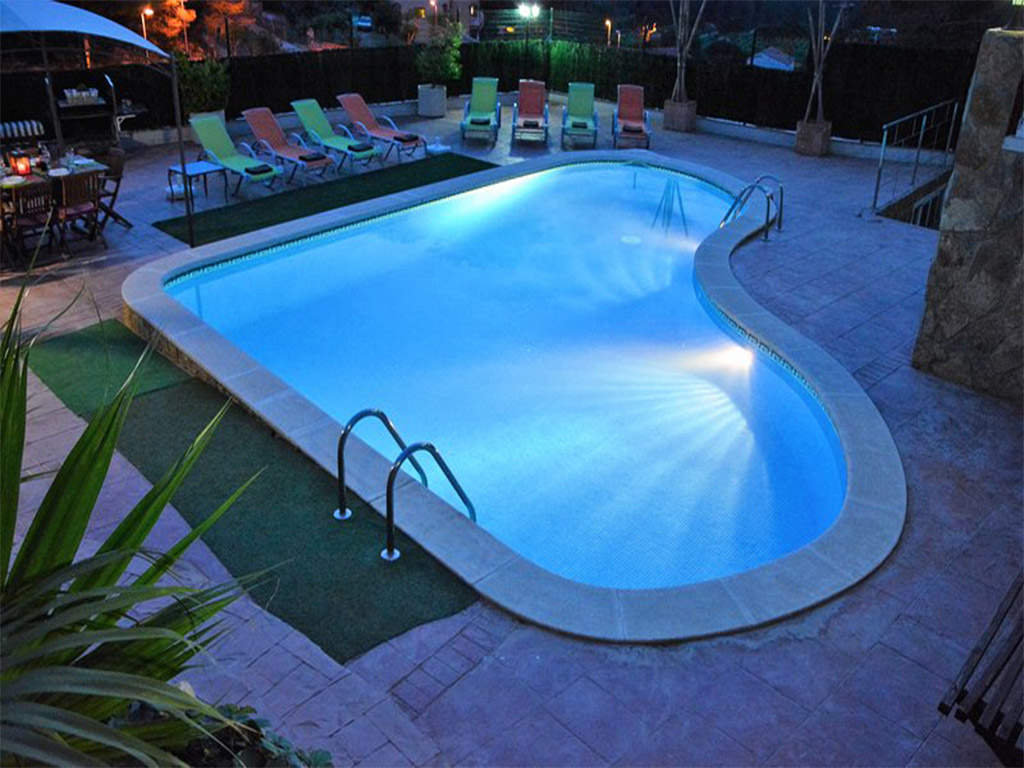 mediterranean house in Sitges and its pool by night