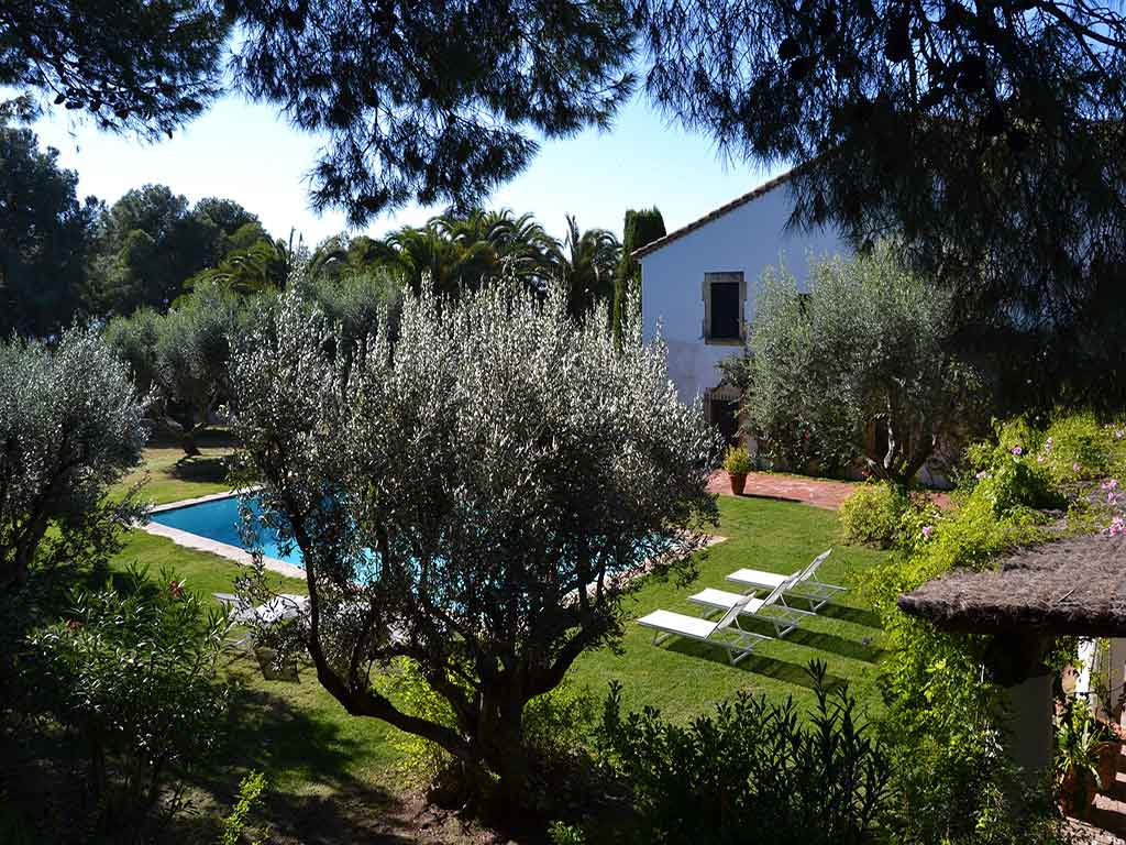 Sitges Farmhouse: natural garden