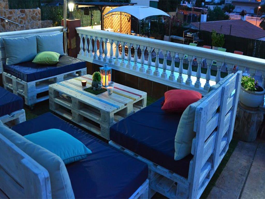 chalet para alquilar en verano y su chill-out de noche