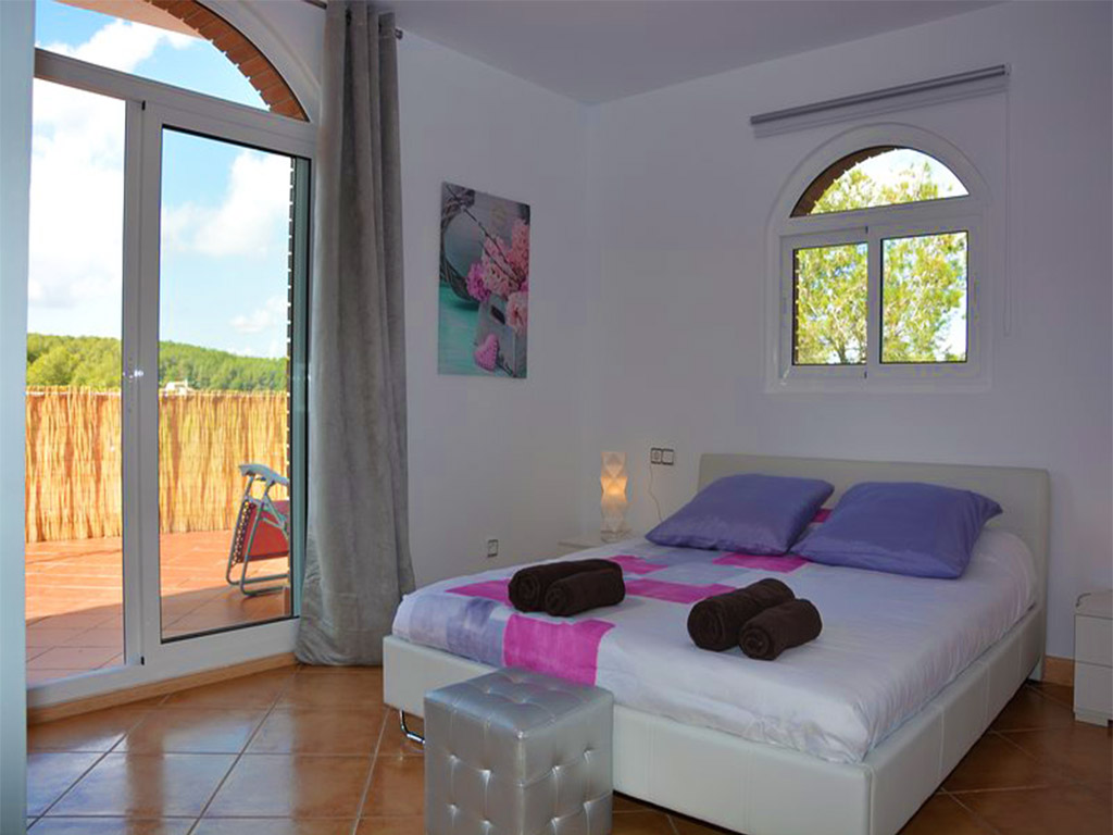 mediterranean house in Sitges and its bedroom