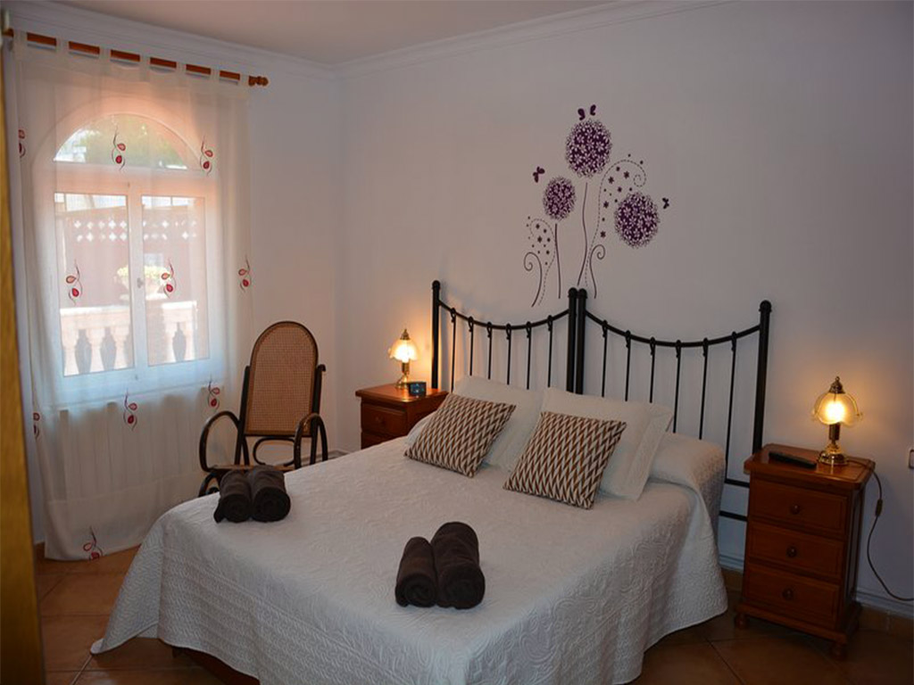 chalet para alquilar en verano en sitges y su segundo dormitorio