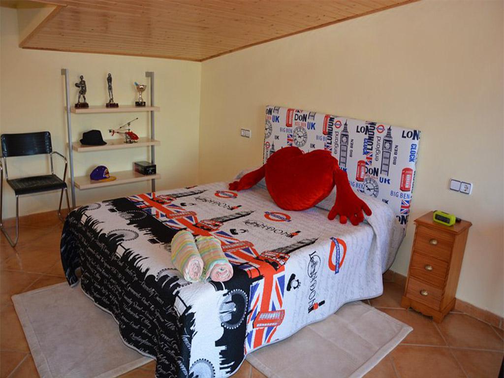 chalet para alquilar en verano en sitges y su quinto dormitorio