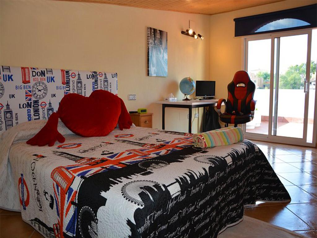 quinto dormitorio del chalet para alquilar en verano en sitges