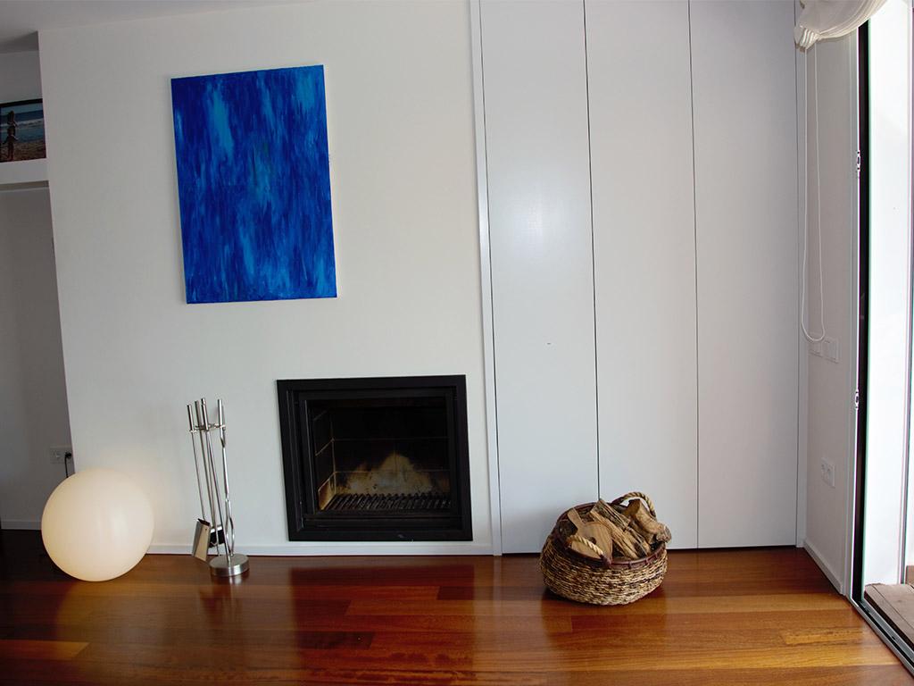 Location d'appartement à Sitges: cheminée