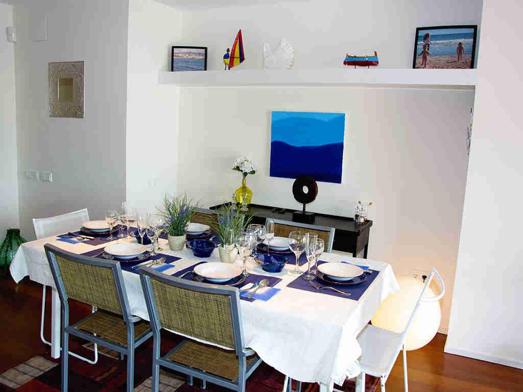 Location d'appartement à Sitges: salle à manger méditerranéenne